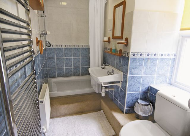Ensuite shower room (2)